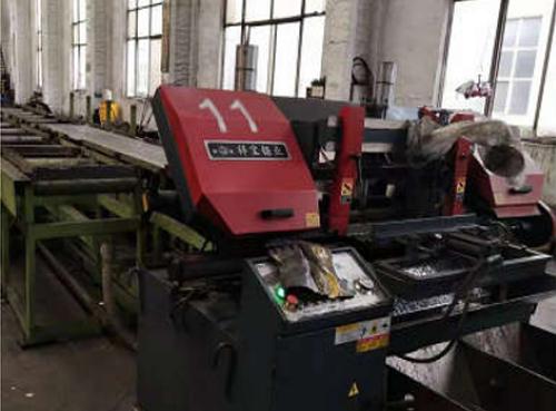 Automatic band saw cutting machine